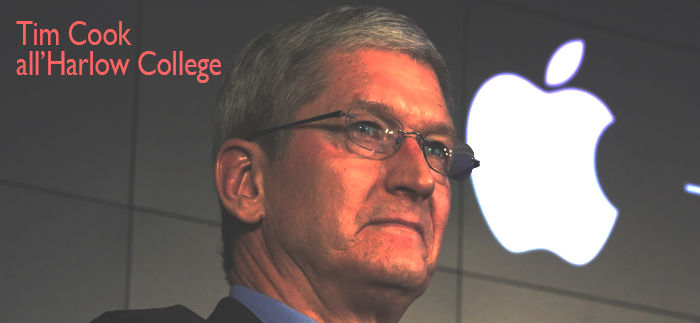 Tim Cook in visita alll'Harlow College